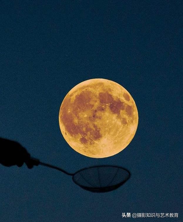 中秋节的月亮怎么拍?用手机就能留下美景,送你手机拍月亮的技巧