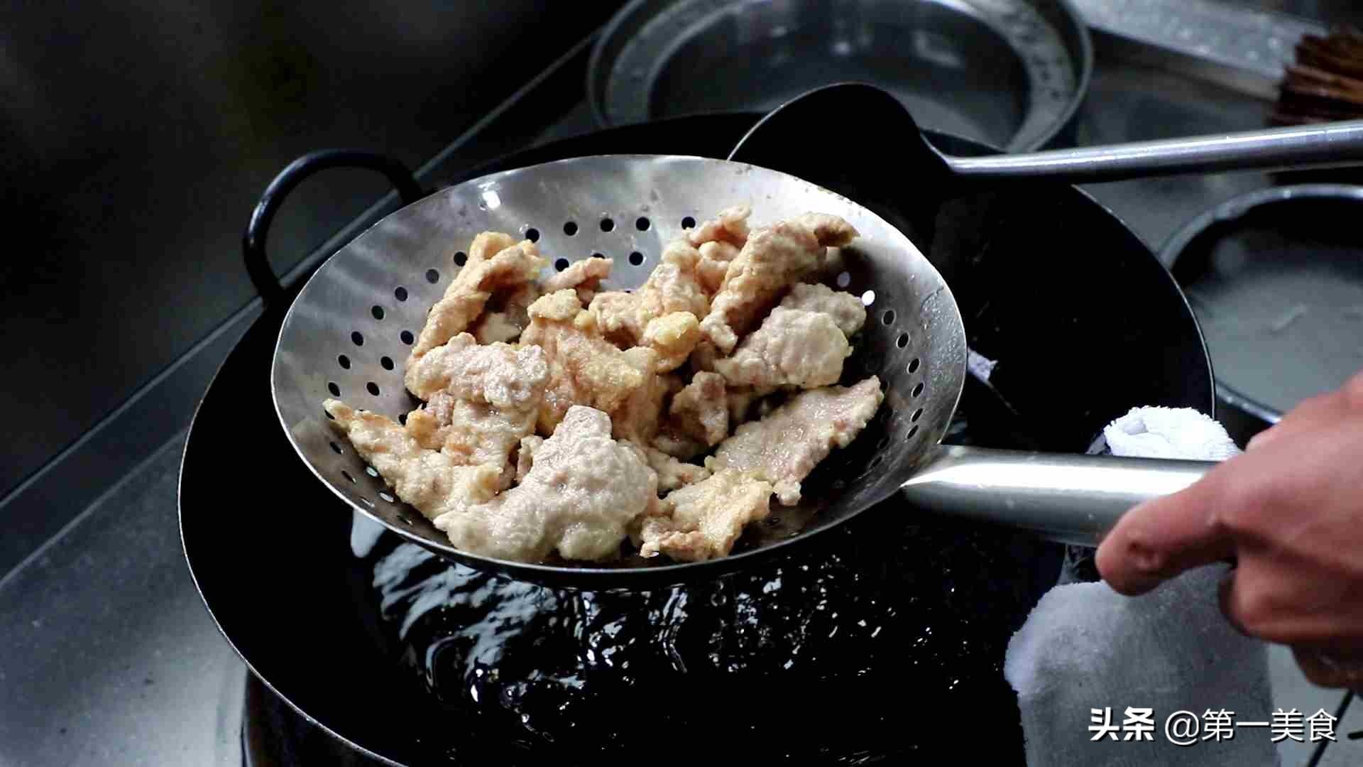 厨师长分享锅包肉的做法,锅包肉清脆不回软,步骤要点很清晰