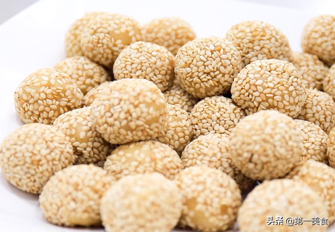 2个鸡蛋,1碗面粉,做地道老北京小吃开口笑,个个焦香酥脆 美食做法 第5张