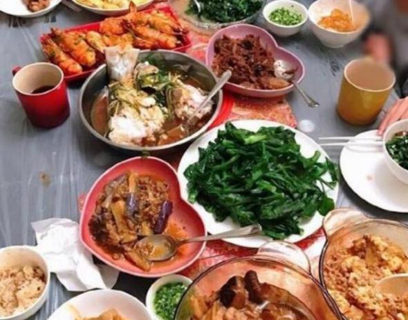 參觀胡杏兒在婚後的家,為老公一頓飯做十道菜,在家也太賢惠了