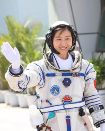 中国将载人登上太空站,竞争激烈,16选3!杨利伟只能当替补