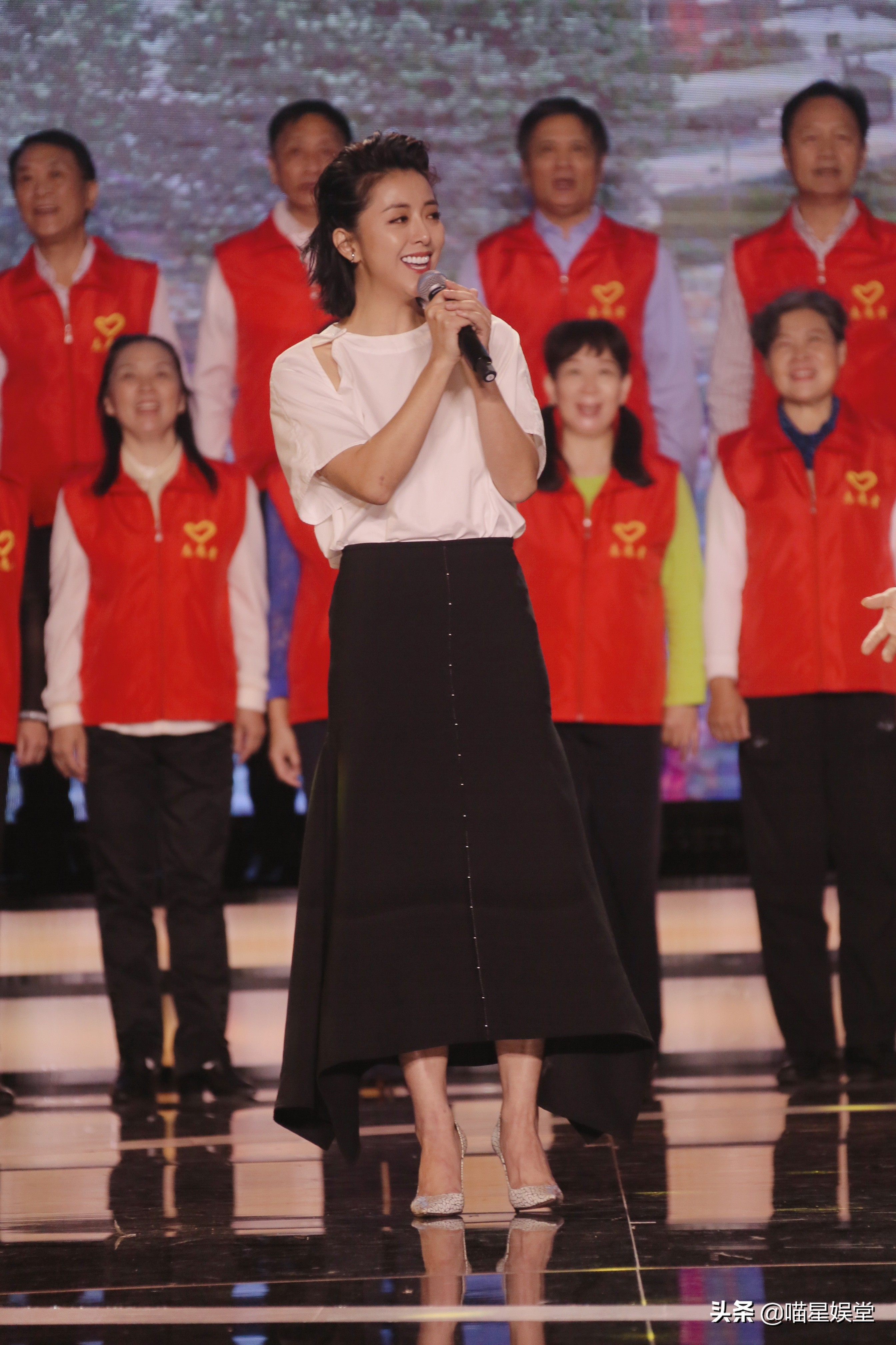 时代报告剧《在一起》开播晚会 黄小蕾含泪献唱《武汉伢》