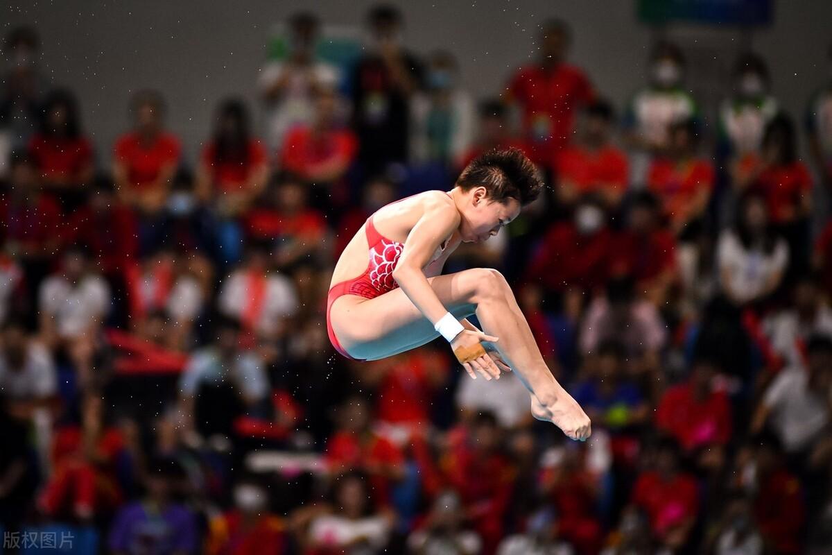 4位奥运冠军参加,全红婵成最大赢家,5个10分惊艳,赛后拥抱亚军