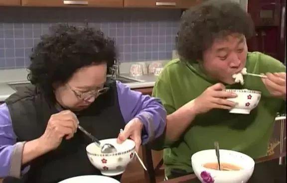 无论多大的饭团韩国人都能一口吃下