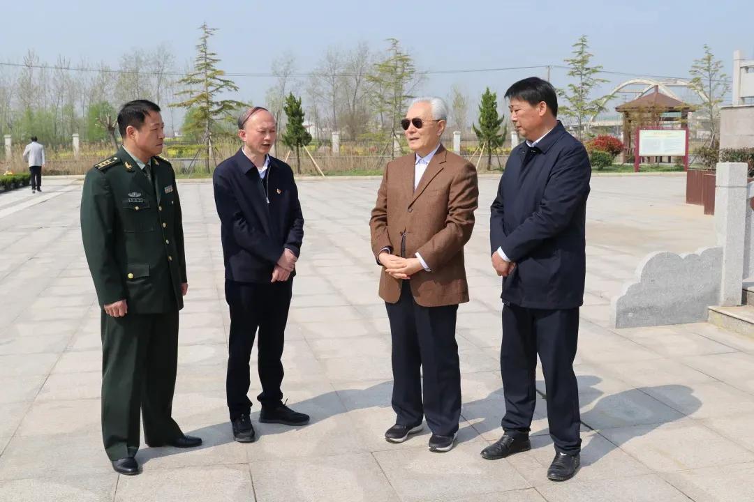 原南京军区司令员朱文泉上将来响水祭扫革命烈士
