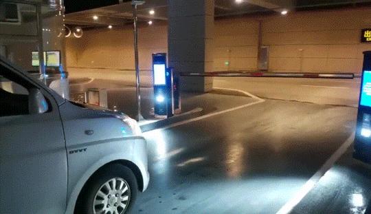 """移动支付助力智能停车场转向""""无人值守"""""""