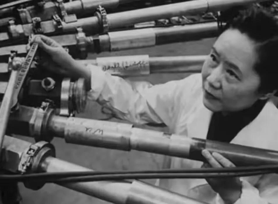 她曾为美国造原子弹,一生未归国,死后墓志铭:一个永远的中国人
