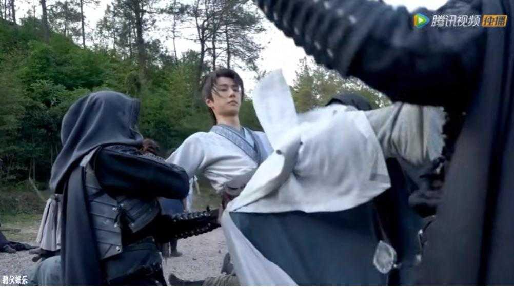 王一博推云掌徒手空翻,手被蹭伤了也要再来一遍,很敬业!