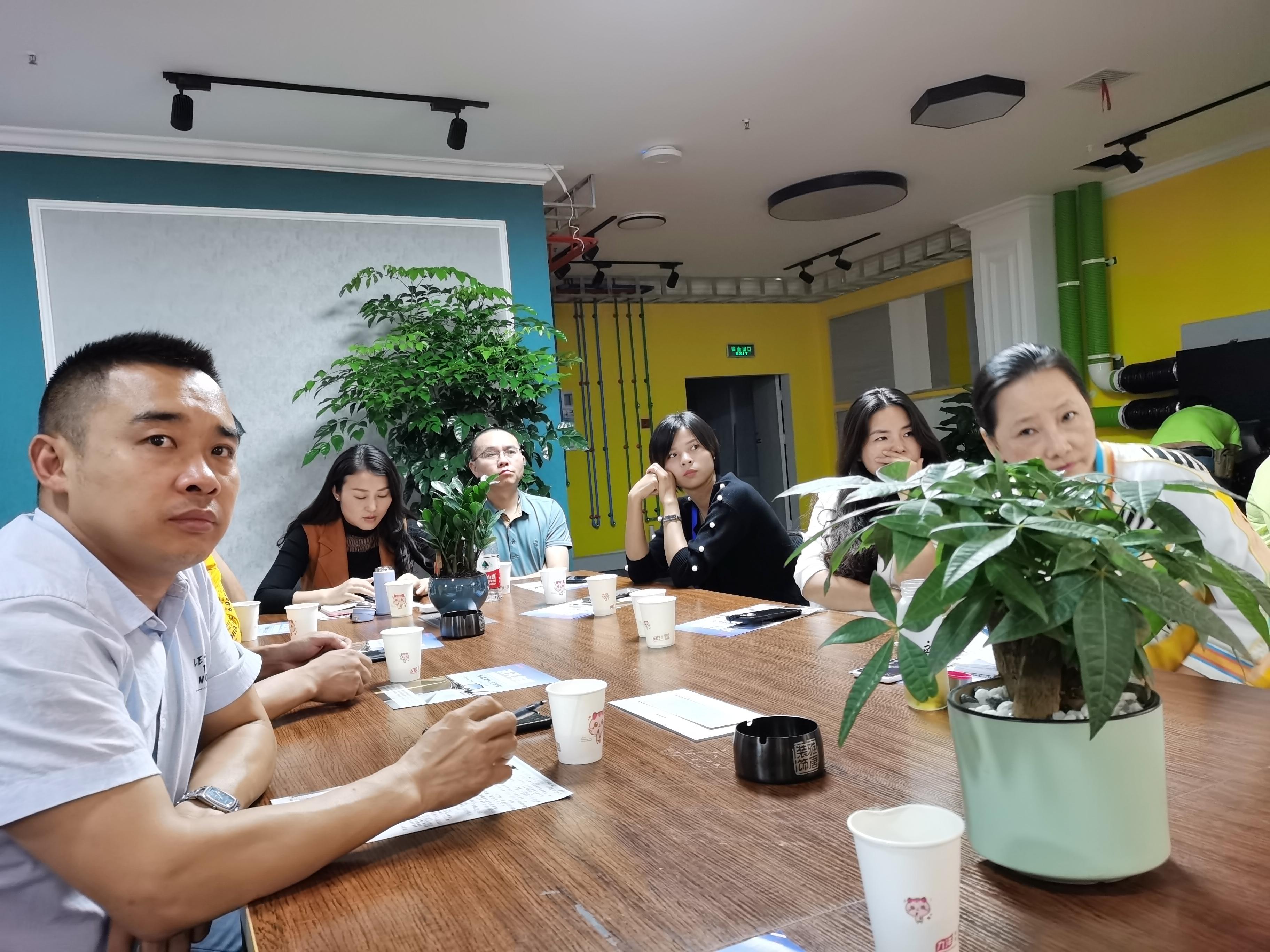 南充绸都创业沙龙举办,商会面向创业者和中小企业的推介项目亮相