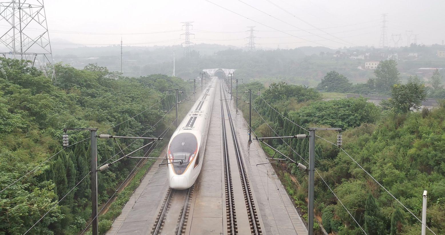 鄭州鐵路再迎水害路地聯手轉運千名旅客