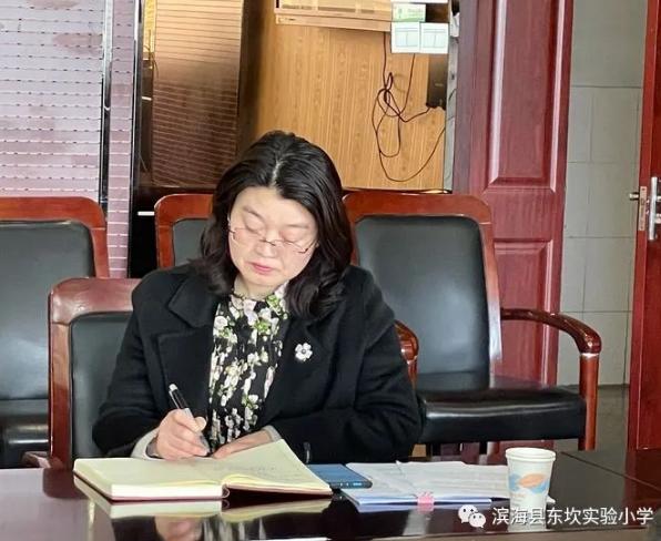 江苏滨海县东坎实验小学 举行特级教师陈建先 论文课题指导活动