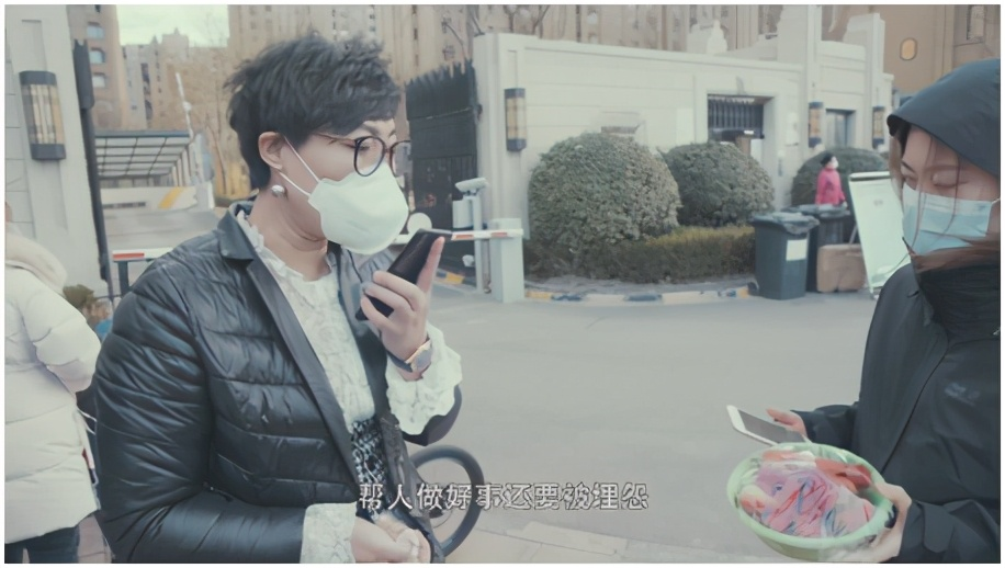 纪录片《戴口罩的日子》看不到你笑的脸看得见你热的心
