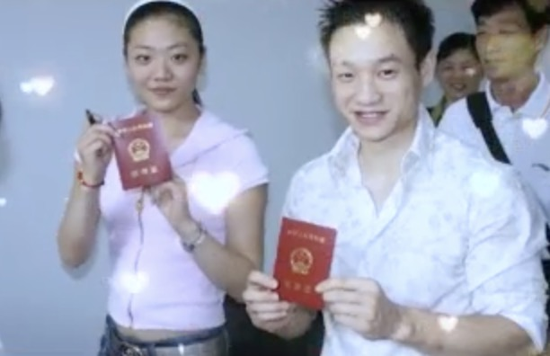 楊威一家遊迪士尼,十歲楊陽洋長成帥氣少年,雙胞胎妹妹軟糯可愛