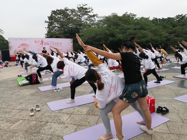 几百个孕妇宝妈一起做瑜伽!南宁首届孕产瑜伽之光文化节别开生面