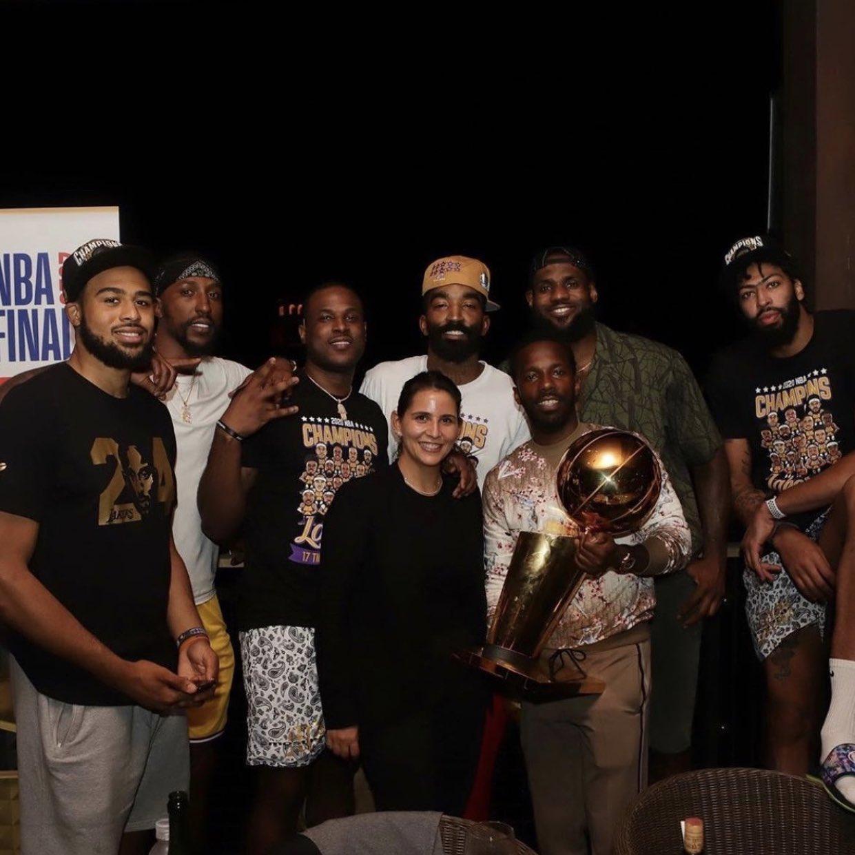 詹姆斯權勢太大?匿名經紀人批其違規:詹姆斯一直在幫助富保羅招募球員!-黑特籃球-NBA新聞影音圖片分享社區