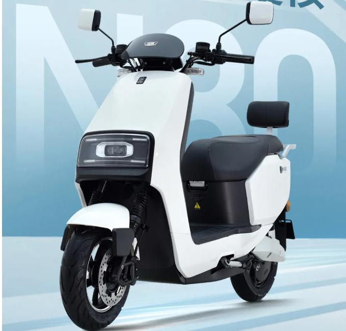 这2款新推出的电动车,主打动力,一次充电能跑100公里