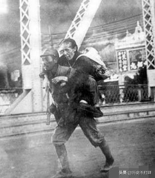 日本一张二战时的照片,让我们非常愤怒