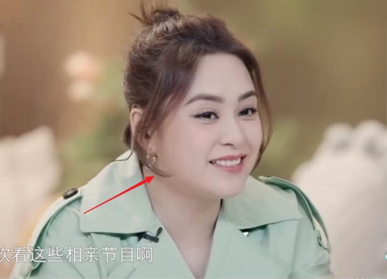 阿娇离婚后首参加综艺,40岁身材走样胖到认不出,当真这么放飞?