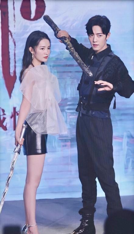 """李沁孟美岐同框,演员美貌吊打流量爱豆,更绝是李沁的""""圆规腿"""""""