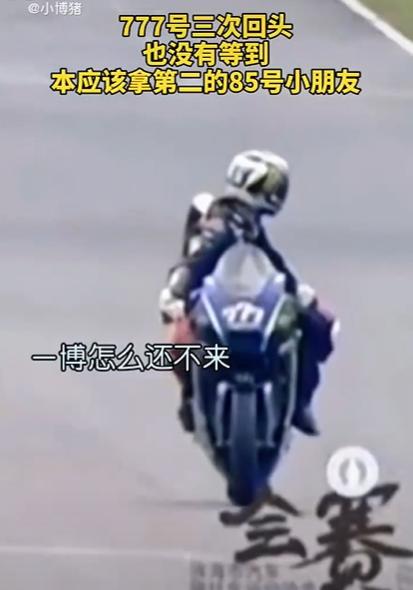 王一博车队遭质疑,参赛全程队友保驾护航,被车手调侃装过头翻车