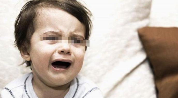 """为何婴儿看到""""某些人""""会突然哭泣?抛开迷信,来看看科学解释"""