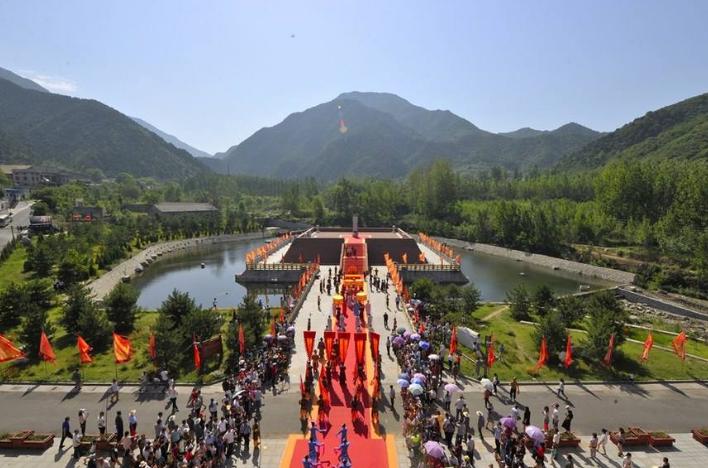 山西省一县级市,人口超30万,因为一座山而得名!