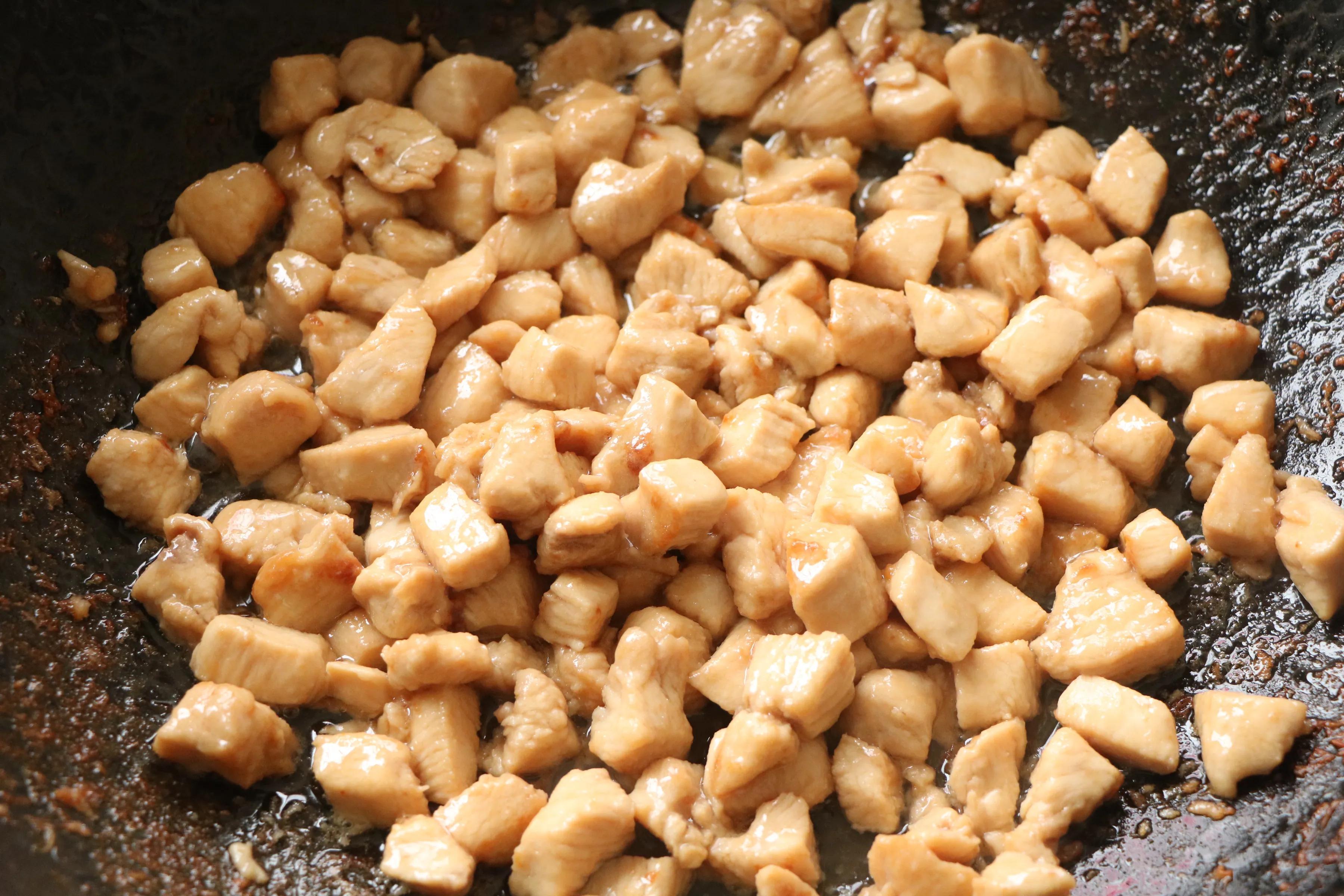 这3样食材一起炒太下饭了,鲜香味美,低油低脂,2碗米饭不过瘾 美食做法 第8张