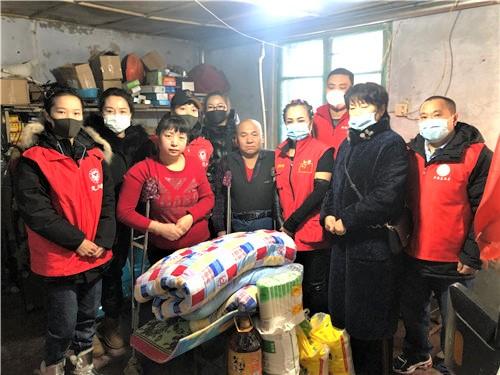 黑龙江省哈尔滨市阿城区青年志愿者协会开展春节前慰问活动