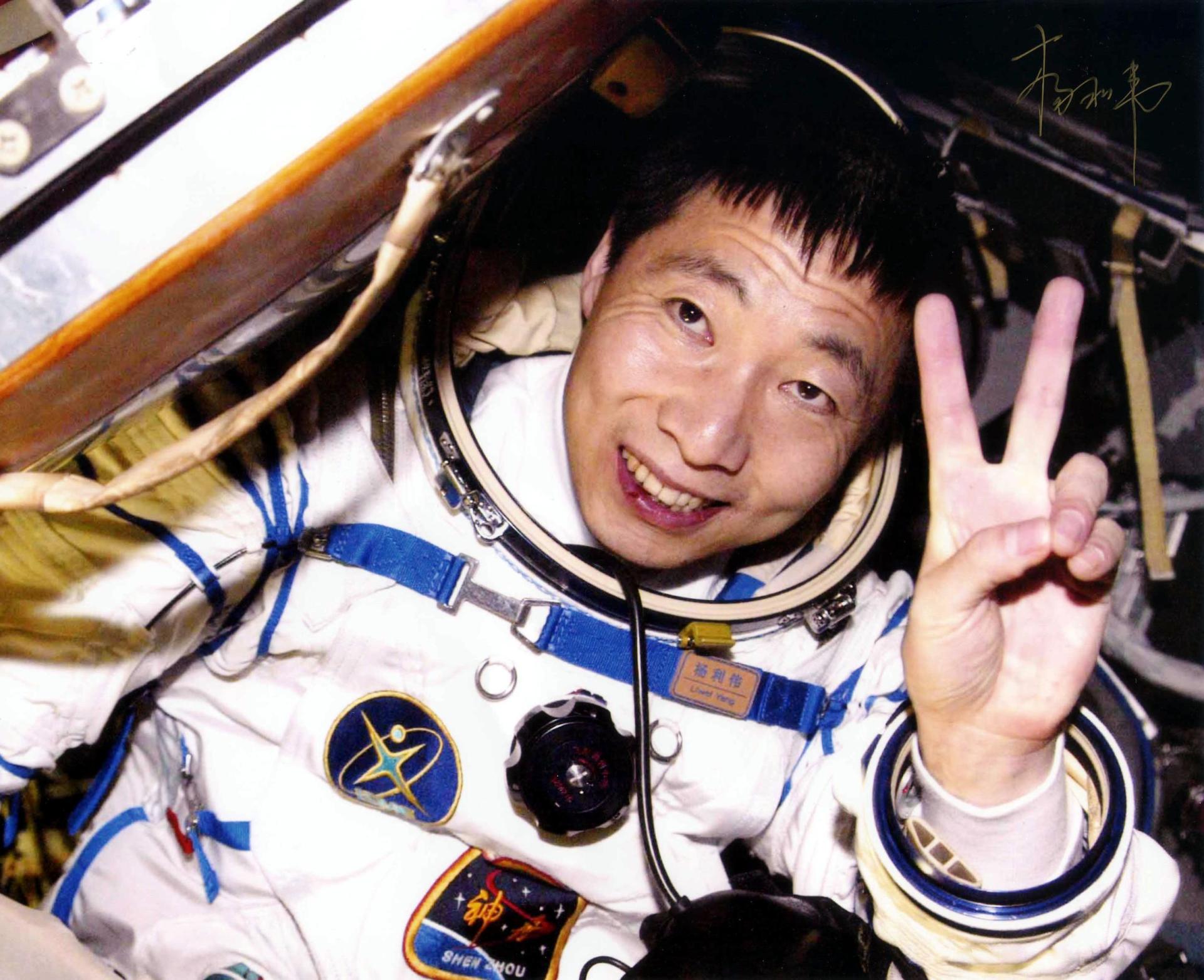 """杨利伟在太空中听到的神秘""""敲门声""""是什么?专家找到答案了 原创2021-06-28 01:27·钟铭聊科学 航天英雄杨利伟的一篇文章《太空一日》火了,这篇文章还被选入了语文教材之中。  在这篇文章中,"""