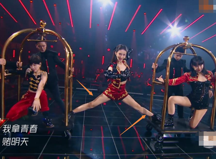 《浪姐》总决赛舞台,金晨展示悬空一字马,舞蹈功底如何一看便知