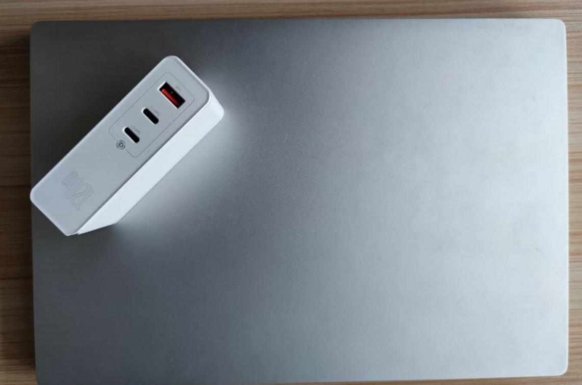倍思氮化镓黑科技,同时充两部电脑的充电器你见过吗?