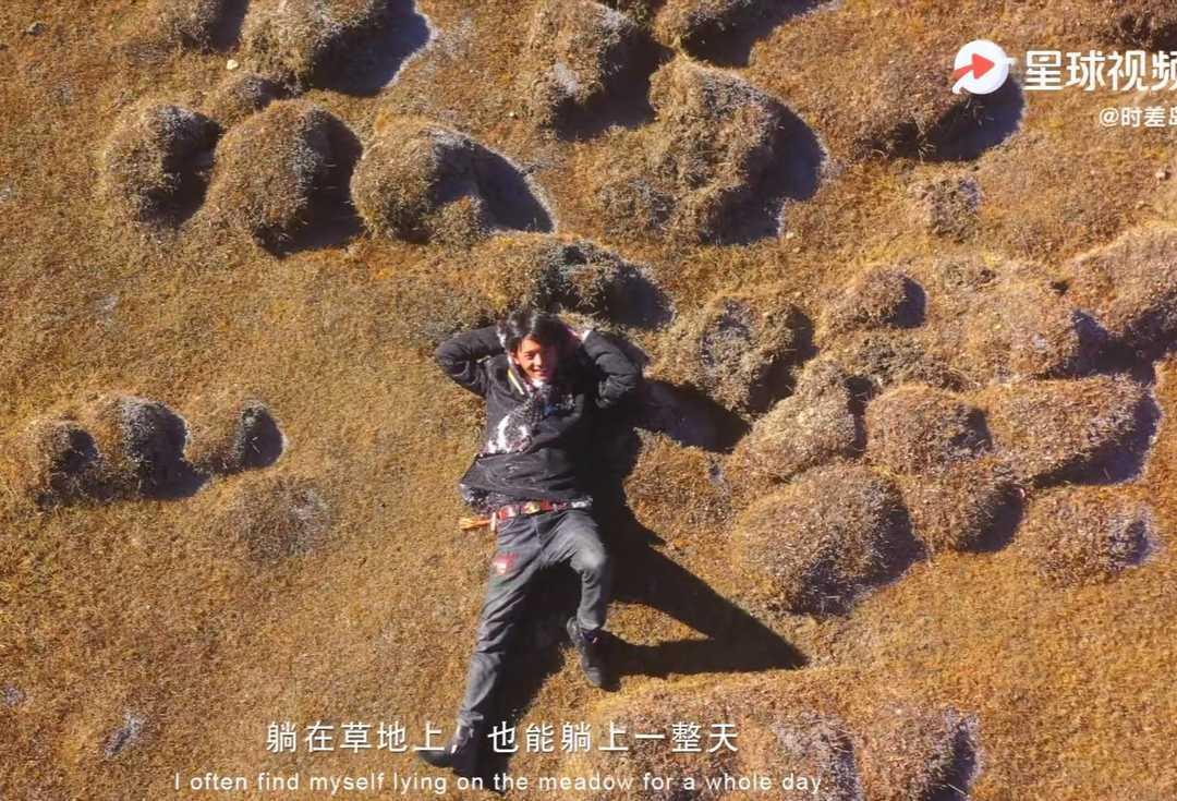 丁真的世界:骑着小马珍珠,拿赛马第一,躺在草地上就是一天!