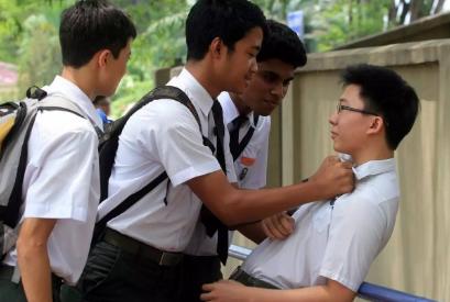贵州15岁少年误杀校园霸凌者被判刑8年,55名同学联名请愿,服刑6年2次减刑今日假释回家