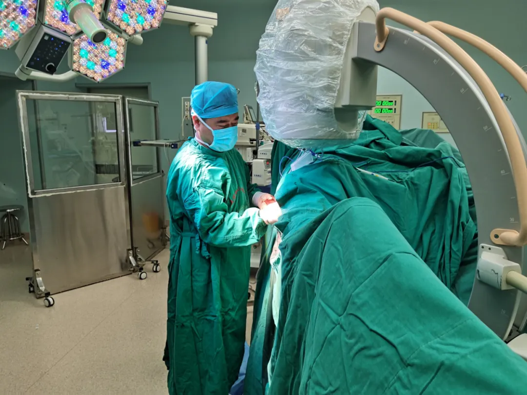 北大滨海医院成功完成国内首例高龄复杂股骨近端骨折PFBN固定术