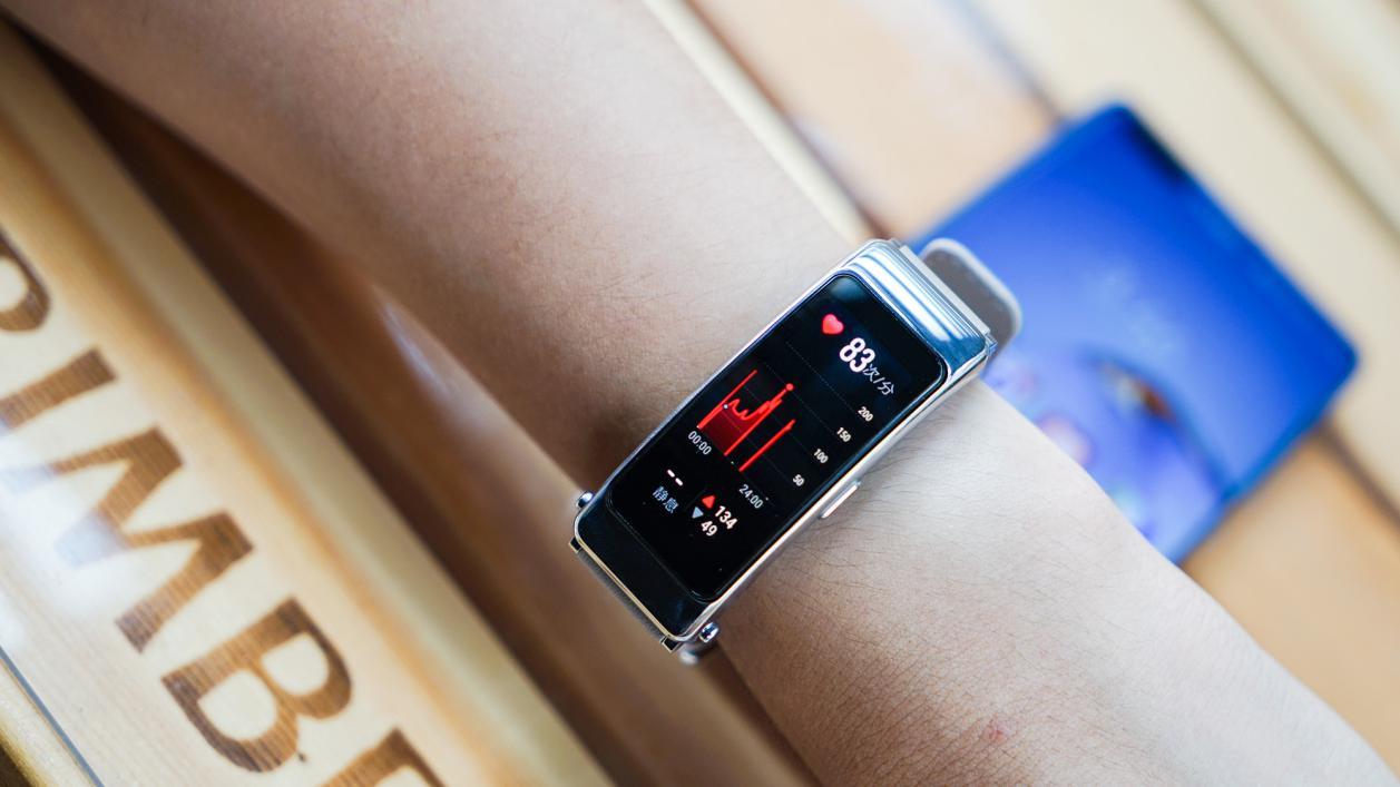 华为手环B6感受:手机耳机智能手表二合一,方位正确了商品更加稳定