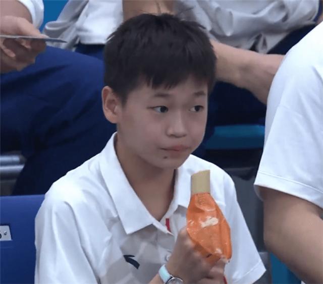 全红婵顿顿吃辣,主持人意外:跟咱广东口味不同啊?教练尴尬回应