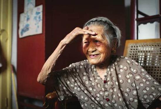 """湖南113岁抗战女兵,时隔73年终于见到""""丈夫"""",这是为何?"""