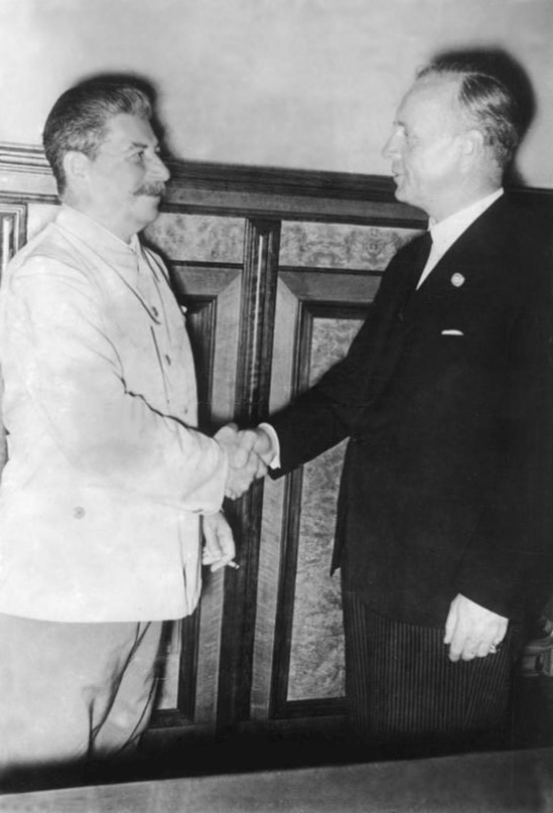 苏联和德国本为盟友,最终为何走向战争?为何苏联对战争毫无察觉