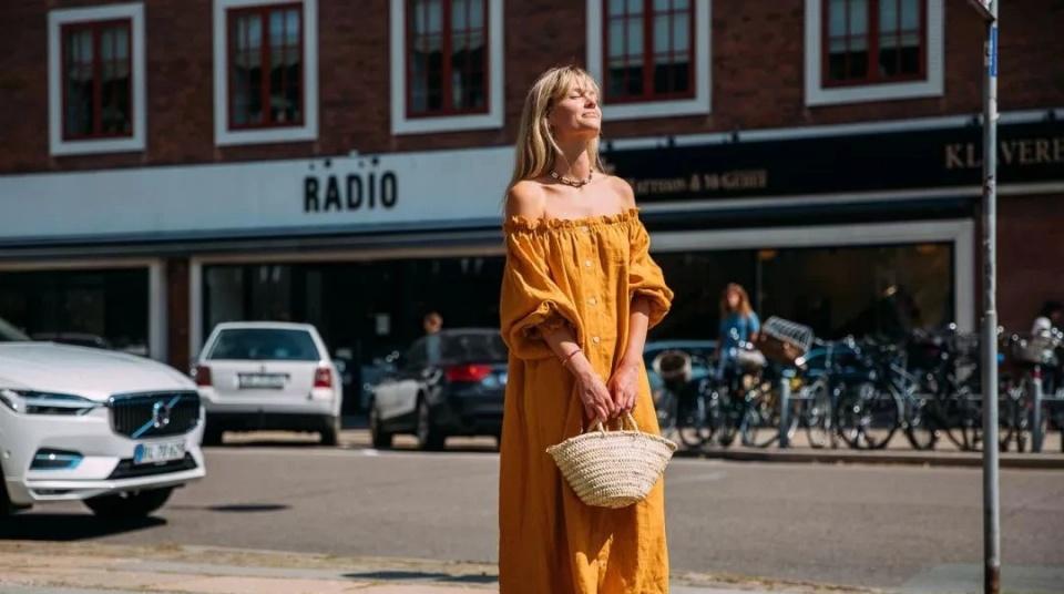 肤色偏黄的女生,穿衣尽量避开这4种颜色,容易没气色,还显土味