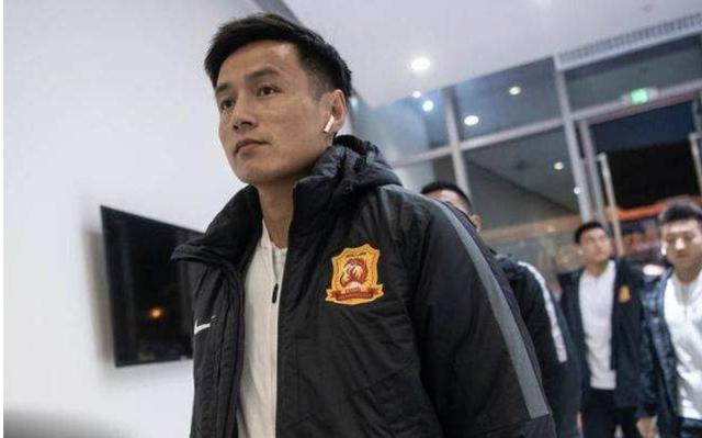 武汉球员反对降薪,他们哭诉自己也是穷人,你们怎么看?
