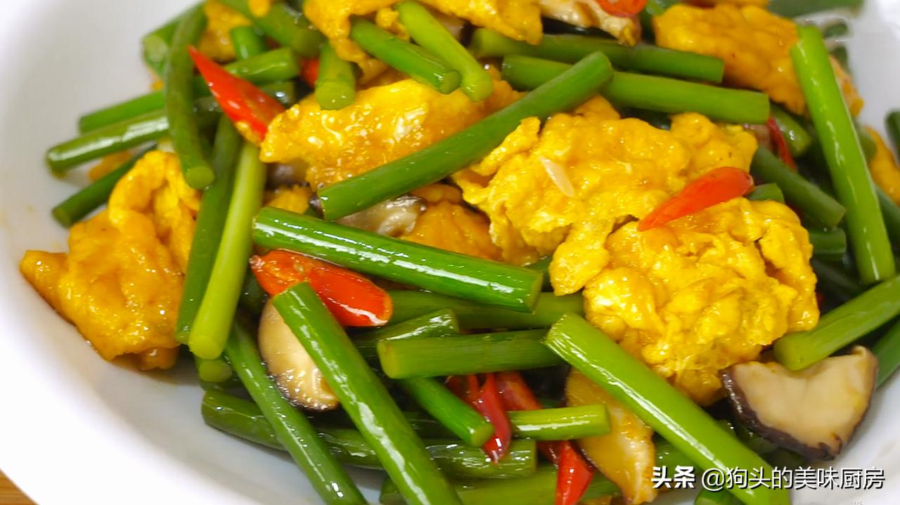 炒蒜苔时,切记不要直接下锅,多加1步,脆嫩入味,营养又下饭 美食做法 第2张