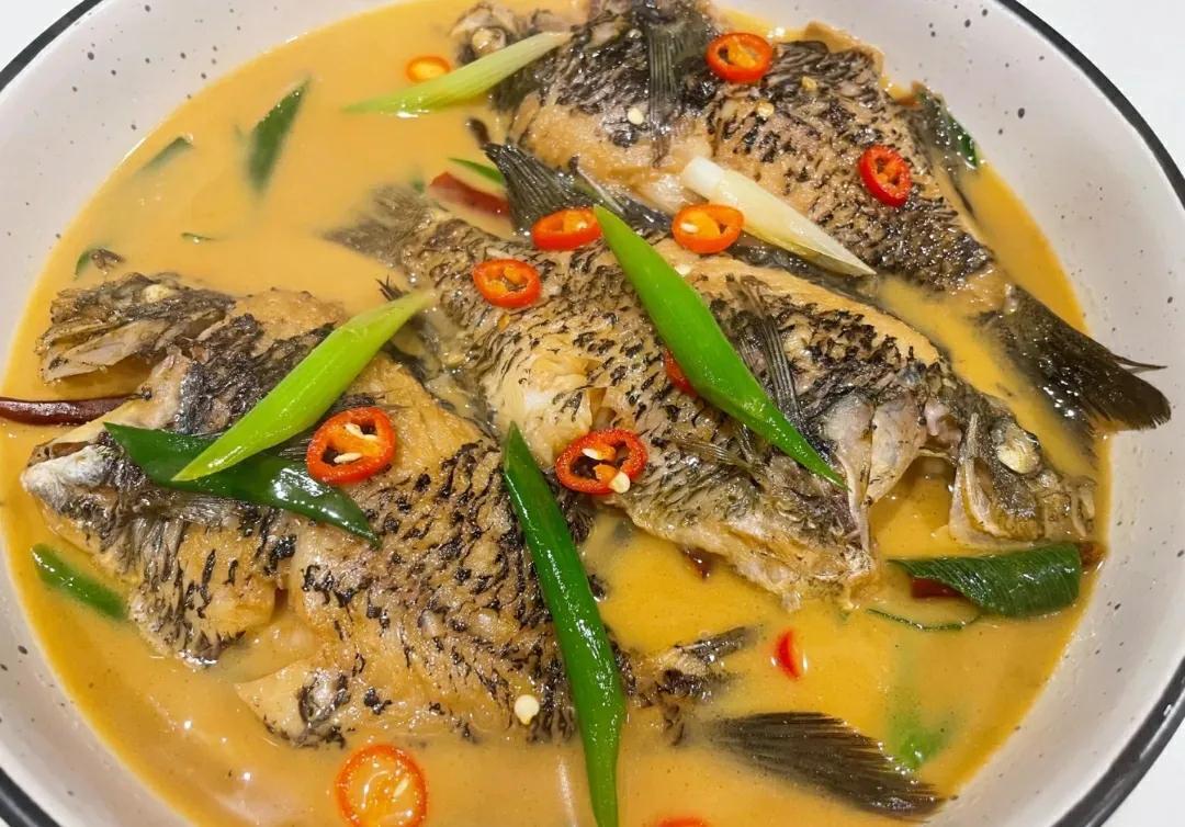 鲫鱼去刺这么简单,老厨师的秘诀,干净简单吃着更安全 美食做法 第1张
