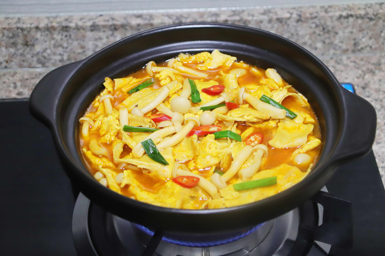 最近很火的腐竹新做法,腐竹里打入2個雞蛋,出鍋一刻饞壞全家人