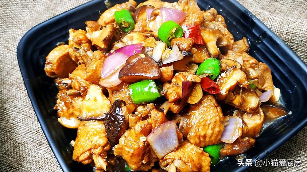 啤酒香菇炖鸡肉 鸡肉鲜香 香菇滑嫩 连汤汁都用来泡饭吃了