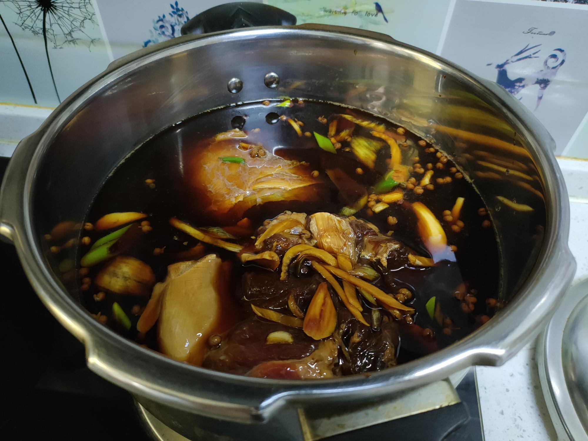 """做卤牛肉,牢记""""1泡1腌1煮"""",软烂入味,不柴不腥,特好吃 美食做法 第7张"""