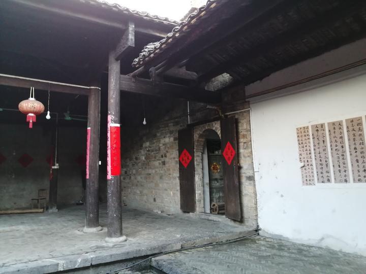 桂林有个始建于明末清初的村,巷道铺满了青石板,是湘南式民居