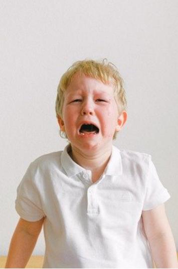 一个10岁男孩的清晨,刺痛无数家长心:过度的爱宛若甜蜜的砒霜