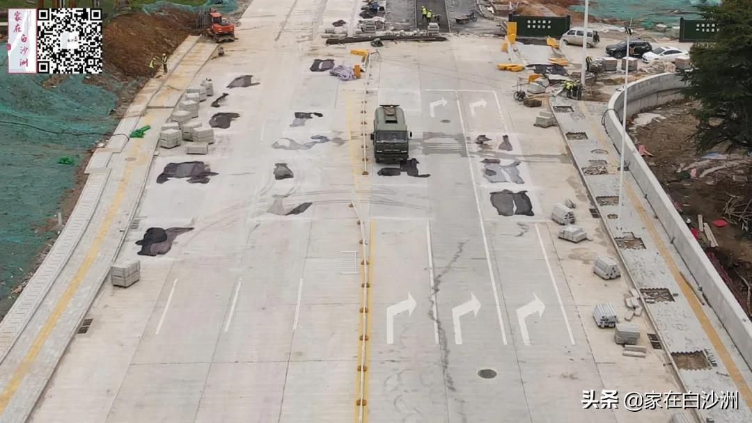 新武金堤路北段,即复兴南路,正式开始施工建设