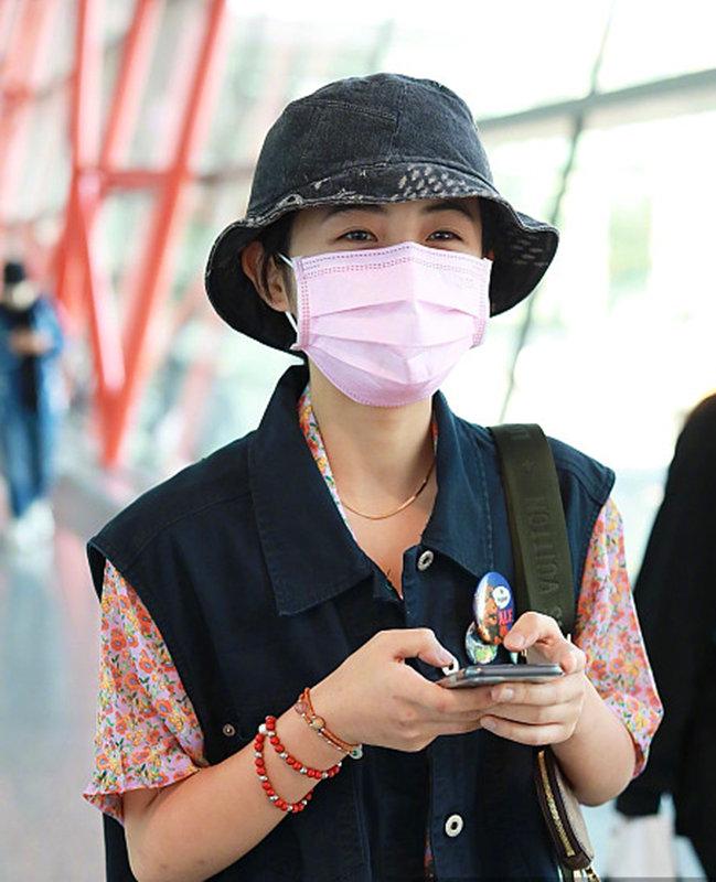 妹妹真是越来越会了,张子枫复古风时髦诠释时代气息,真养眼