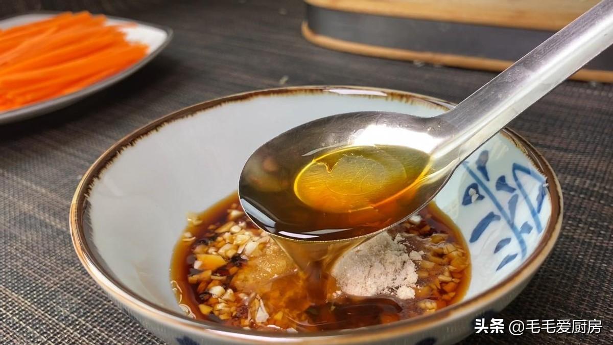 莴笋别总炒着吃,这样做,既简单又美味,吃一次还想吃第二次 美食做法 第6张